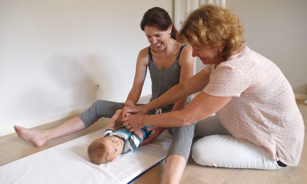 Babymassage oefening